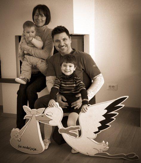 družina smrdel ob leteči štorklji ob rojstvu